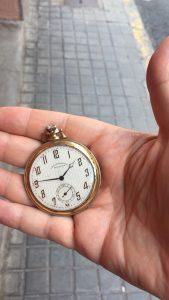 Reloj de mi padre en la mano de mi hijo